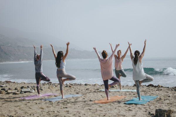 3 Practici de Yoga pentru a întări Corpul și Mintea. ABC-ul tău rapid într-ale yoga